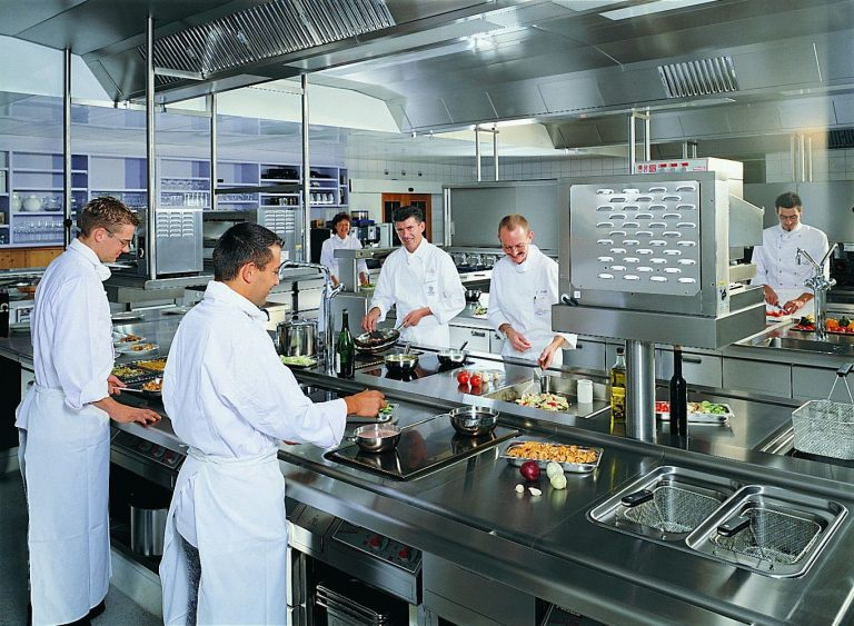 Hướng dẫn cách lựa chọn bếp công nghiệp cho nhà hàng